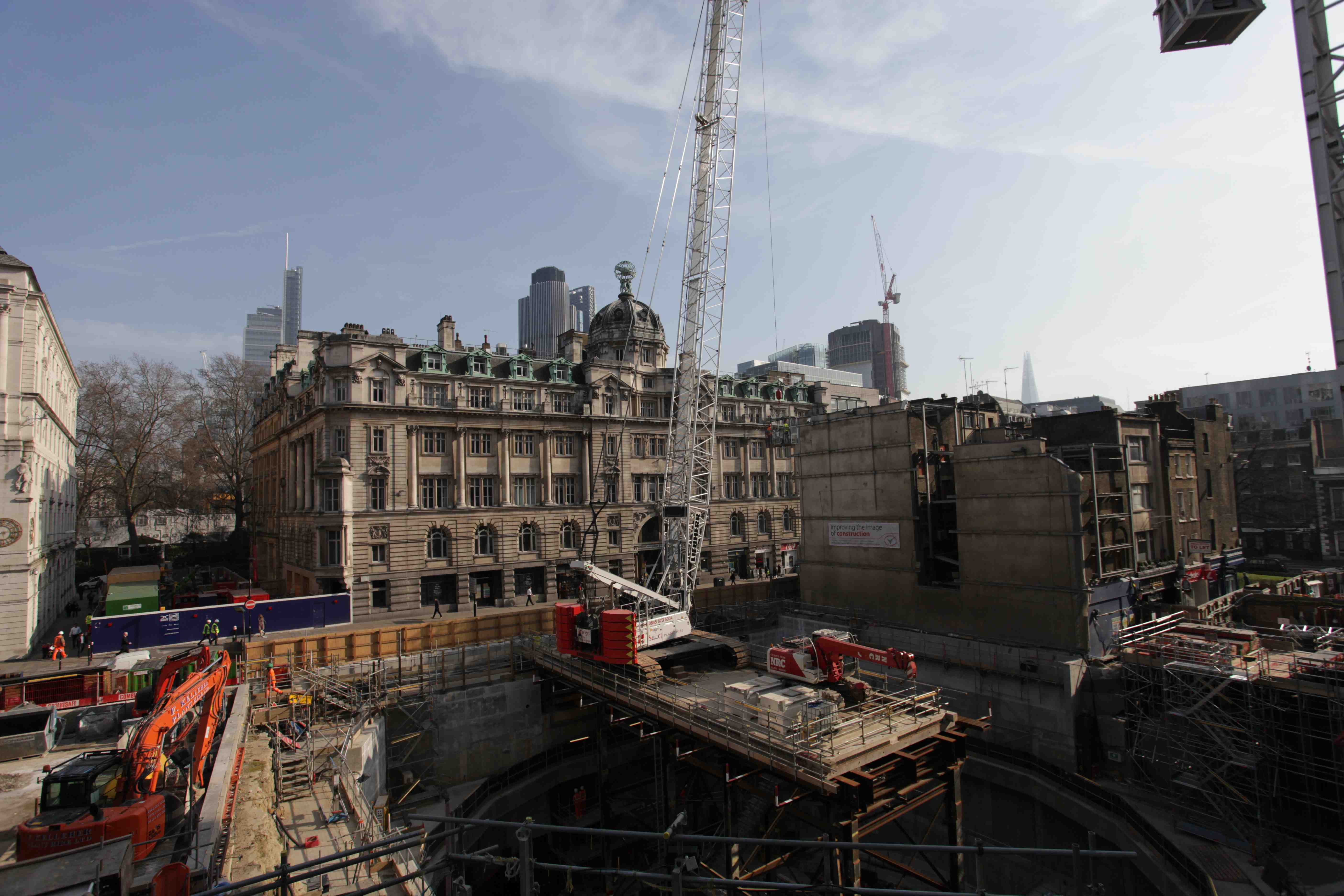 Crane over the Moorgate Station site