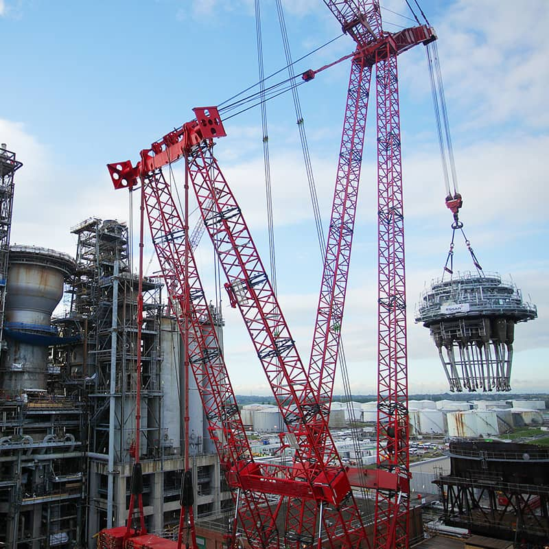 Regenerator head being craned into position at Essar Stanlow
