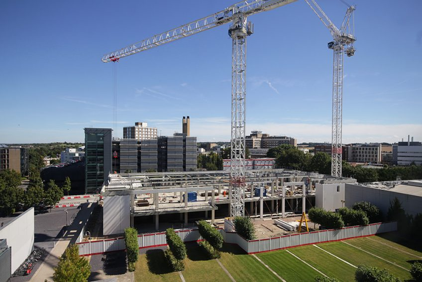 Cranes working on a teaching facility construction project in Cambridge