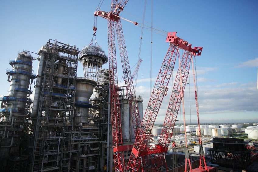 Regenerator head being craned into position at Essar's Stanlow Refinery.